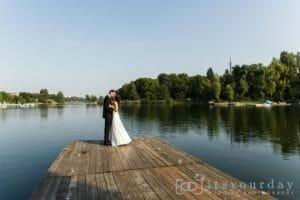 Hochzeitsfotos am Wasser